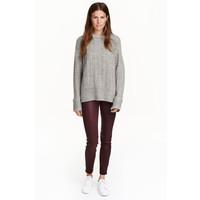 H&M Powlekane spodnie superstretch 0434815001 Śliwkowy