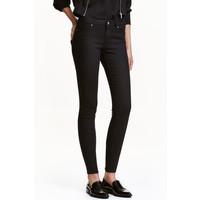 H&M Elastyczne spodnie 0317511008 Czarny