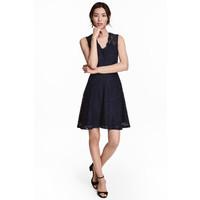 H&M Koronkowa sukienka w serek 0468246005 Ciemnoniebieski