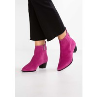 Topshop MATCHA POINTED BOOTS Botki pink TP711N06D