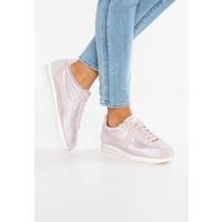 Nike Sportswear CLASSIC CORTEZ Tenisówki i Trampki particle rose/vast grey/sail NI111S07X