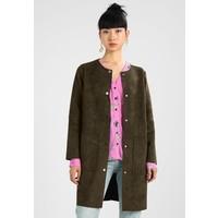 Minimum ELSEBETH Płaszcz wełniany /Płaszcz klasyczny ivy green MI421G028