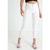 Dorothy Perkins Petite BRODERIE HEM Spodnie materiałowe white DP721N01C