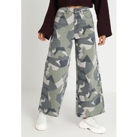 Topshop GEO CAMO WIDE Jeansy Relaxed Fit multi TP721N0AQ