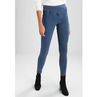 Vero Moda VMHOT SUPREME MIX Jeansy Skinny Fit medium blue denim VE121N0BB