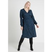 Lost Ink Plus BUTTON WRAP DRESS IN LEOAPRD PRINT Sukienka z dżerseju blue LOA21C053