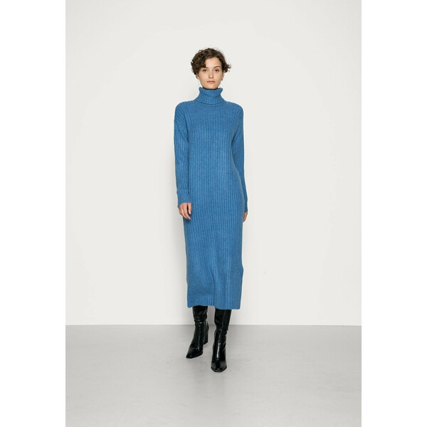 PIECES Tall PCSILLA MIDI DRESS Sukienka dzianinowa boy blue PIP21C049