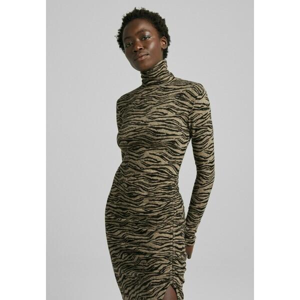 Bershka ZEBRAJACQUARD MIT RAFFUNGEN Sukienka z dżerseju brown BEJ21C0O8