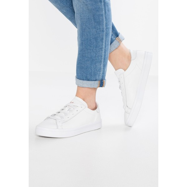 adidas Originals COURTVANTAGE Tenisówki i Trampki whitecore black