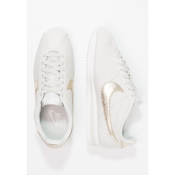 100% authentic 3ccfa 46e28 Nike Sportswear CLASSIC CORTEZ PRM Tenisówki i Trampki light bone bronzed  olive summit white NI111S08Z. (C) zalando.pl. (C) zalando.pl