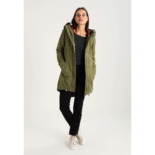 Bench CORE Parka dark green BE621P00I - UbierzmySie.pl 1411f4db39